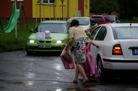 auta dorazila na obřad | Český Krumlov
