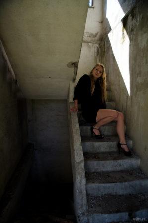 Jannys na schodech v rozvalinách | JIP Papírny Větřní