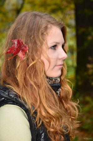 podzimní s listem ve vlasech | Český Krumlov