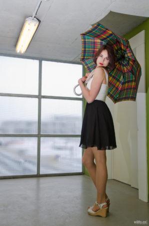 modelka s deštníkem