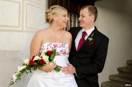 novomanželé na nádvoří | Rožmberk nad Vltavou