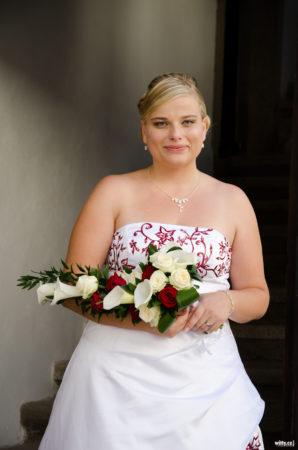 nevěsta se svatební kyticí | Rožmberk nad Vltavou