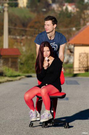 jízda na kancelářské židli u Zámecké jízdárny | Český Krumlov