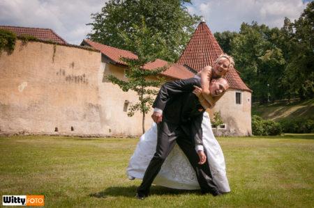 nevěsta skrtí ženicha | Třeboň