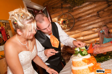 krájení svatebního dortu | restaurace Na letišti, Planá