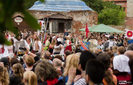 příchod historického průvodu a slavnostní ceremonie (15:30-16:00), Pivovarské zahrady | Český Krumlov, Slavnosti pětilisté růže 2014