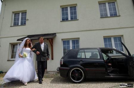 otec vede nevěstu | Milná
