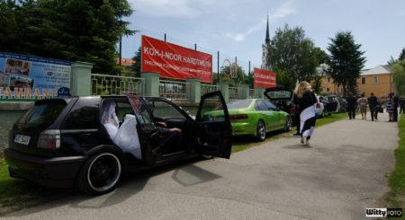 příjezd kolony aut | Milná