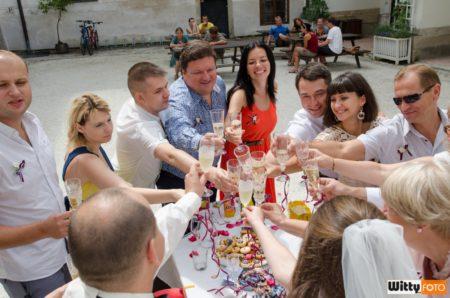 přípitek na nádvoří | Rožmberk nad Vltavou