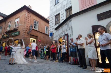 spontánní uliční tanec | ul. Radniční, Český Krumlov
