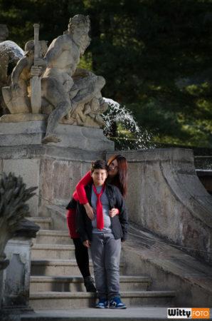 Dominika s Filipem | kašna v zámecké zahradě, Český Krumlov