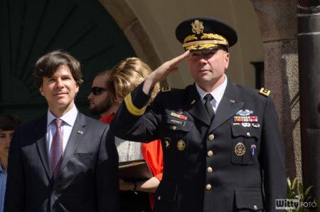 generálporučík Frederick B. Hodges, Velitel amerických sil v Evropě | Český Krumlov