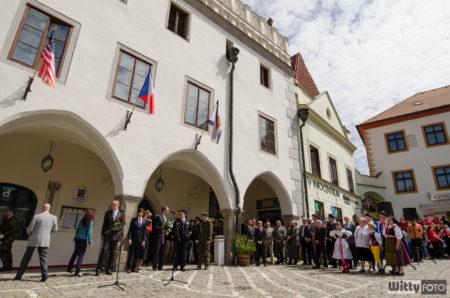 slavnostní odhalení pamětní desky na paměť válečných letců z českokrumlovského regionu | Český Krumlov