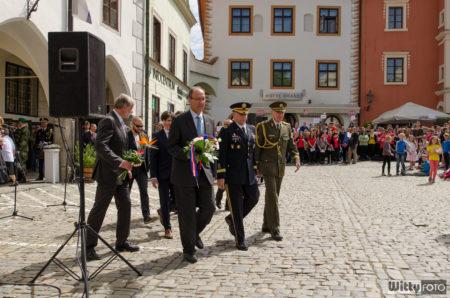 přesun oficiálních hostů k Hotelu Old Inn | Český Krumlov