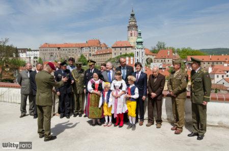 přípravy skupinového fota | Český Krumlov