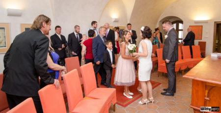 gratulace svatebních hostů | Český Krumlov