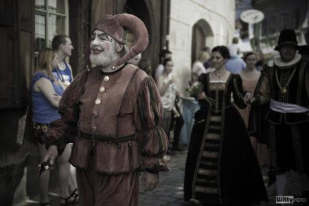 ulice Dlouhá, 15:00 Slavnostní historický průvod městem | Český Krumlov, Slavnosti pětilisté růže 2016