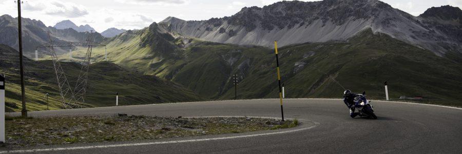 Švýcarskými průsmyky na motorce