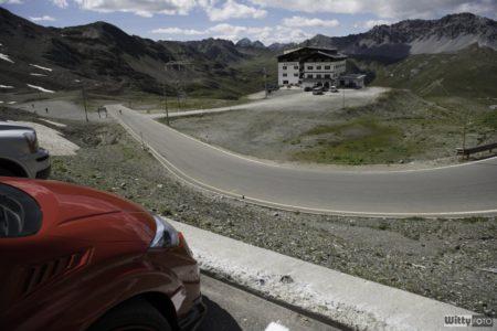 parkoviště nahoře nad Stelvio | Švýcarskem na motorkách