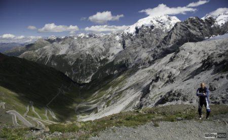 Asi23 nakonec uznal, že výšlap nebyl marný, ten výhled nahoře za to opravdu stál | Passo dello Stelvio 2758 m