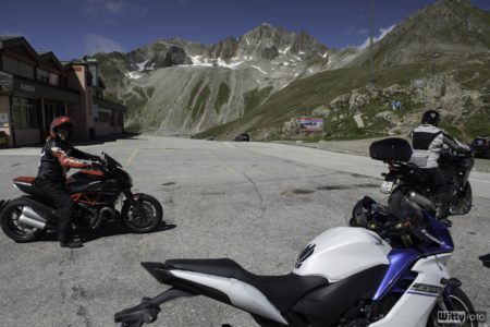 stařec s Ducati Diavel | Nufenenpass 2478 m