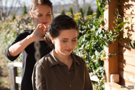 svatební přípravy, svědkyně a kadeřnice