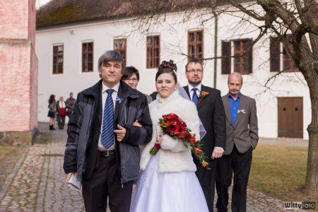 příchod nevěsty a ženicha s rodiči | Zlatá Koruna