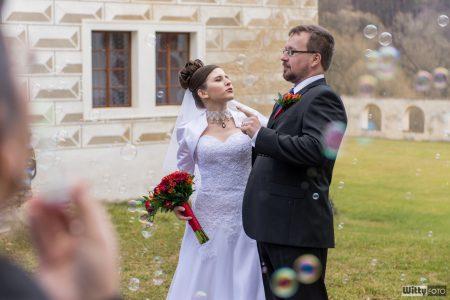 novomanželé v bublinách | Zlatá Koruna
