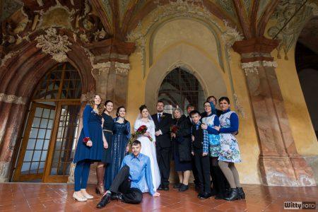 skupinové foto v křížové chodbě | Zlatá Koruna