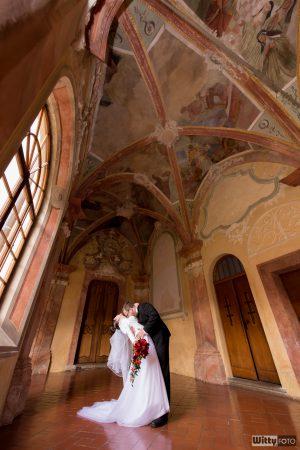 svatební portrét v křížové chodbě | Zlatá Koruna