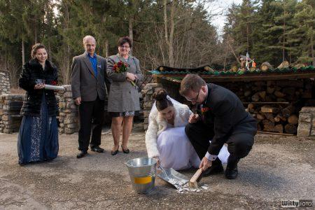 svatba, zametání střepů | Zlatá Koruna