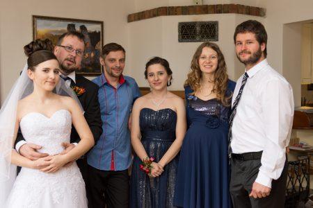 novomanželé se svědky a hosty | Zlatá Koruna