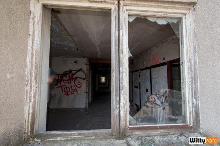 tímto oknem vlezete na střechu, hotel Vyšehrad | Český Krumlov