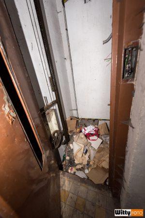 výtahová šachta s taškou, hotel Vyšehrad | Český Krumlov