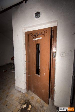 dveře výtahu, hotel Vyšehrad | Český Krumlov