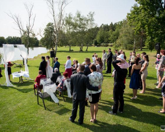 svatební obřad u rybníku | Štilec