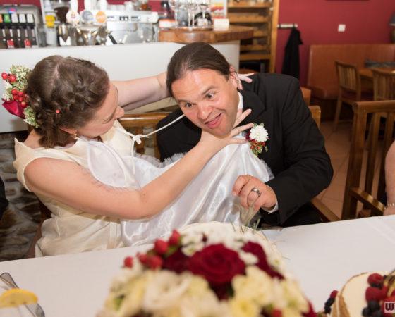 nevěsta škrtí ženicha | Štilec