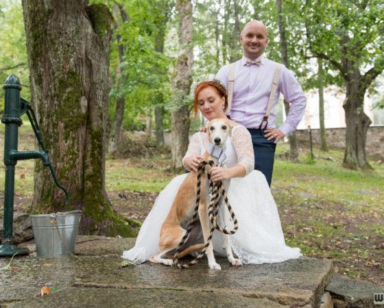 novomanželé u studny se psem | Horní Planá