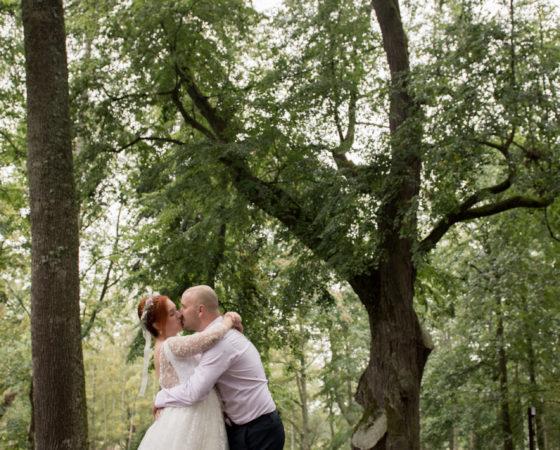 objetí nevěsty v lese | Horní Planá