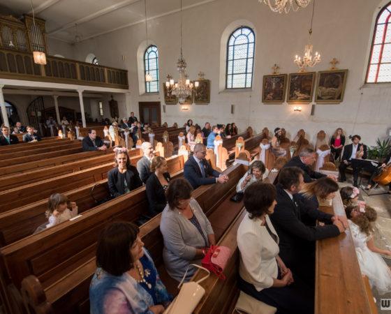 hosté v kostele | Černá v Pošumaví