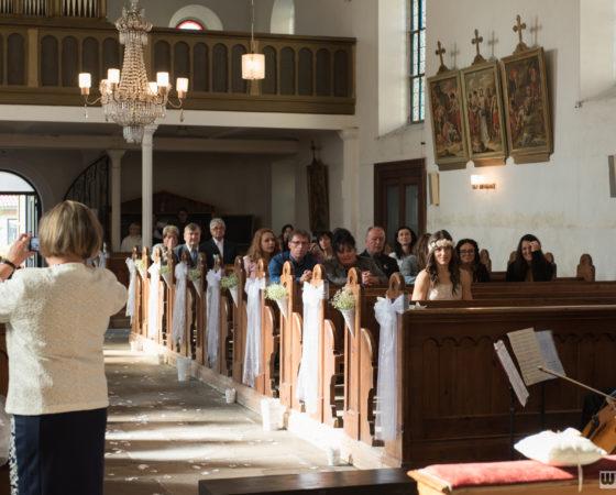 svatební hoté v kostele | Černá v Pošumaví