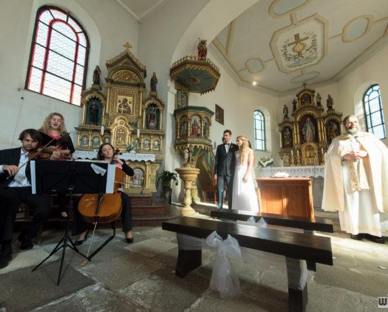 kapela, svatební obřad v kostele | Černá v Pošumaví